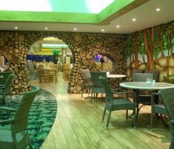 755cafe-interior-jungle-theme-decoration
